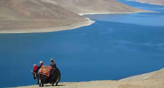 Yamdrok Lake along Sino-Nepal highway